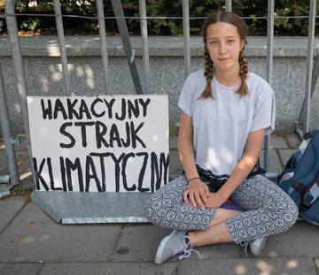 """W sprawie """"wakacyjnego strajku"""" Ingi Zasowskiej lewica stosuje ograny szantaż moralny: nie można skrytykować Ingi, bo to znęcanie się nad małą dziewczynką"""