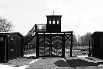 Wejściu do obozu Stutthof