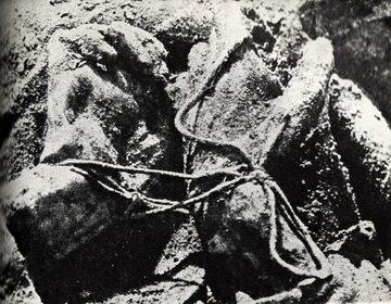 Węzeł katyński - ręce ofiary związane za plecami