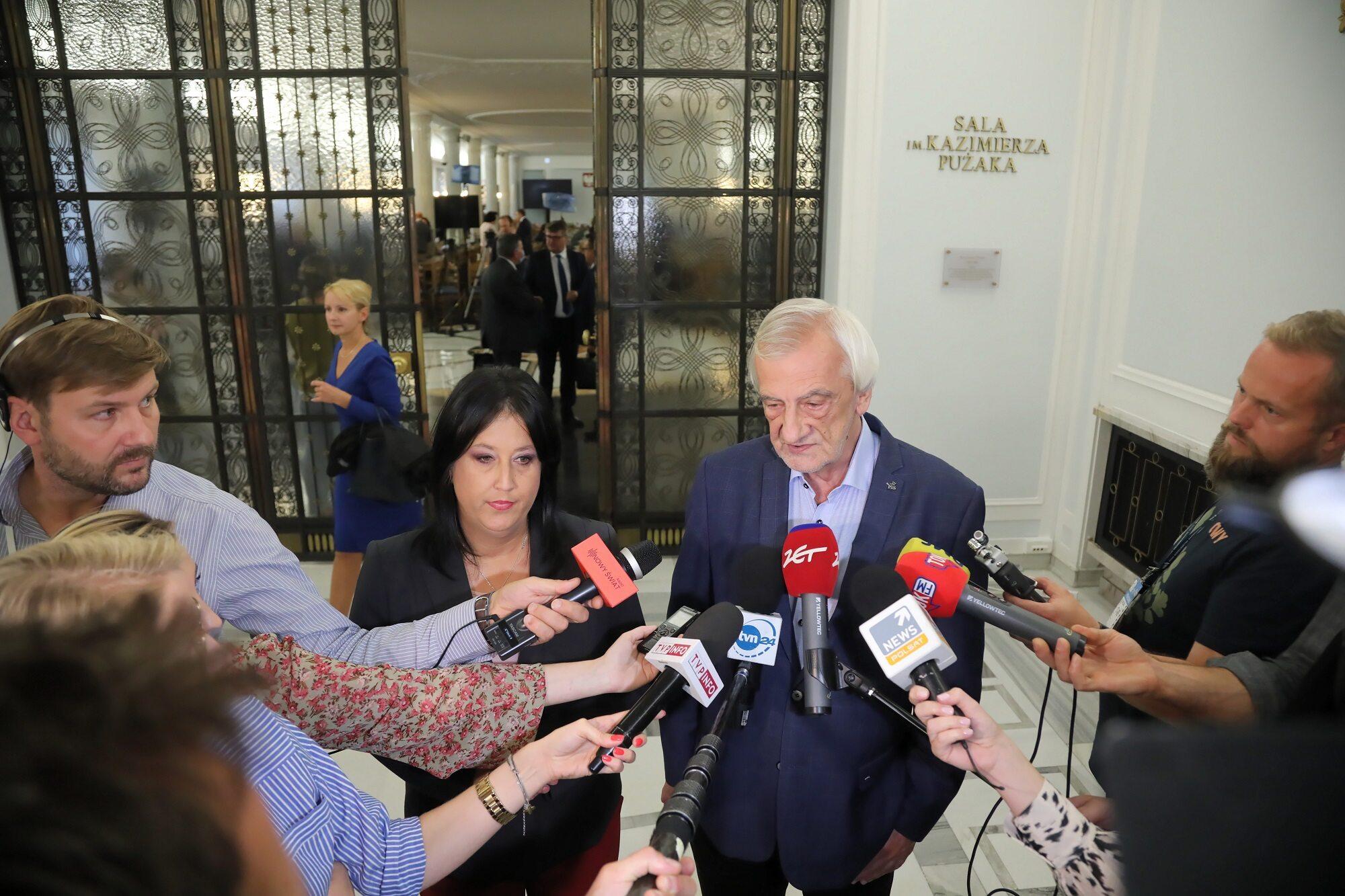 Wicemarszałek Sejmu Ryszard Terlecki (C-P) oraz rzecznik prasowy PiS Anita Czerwińska