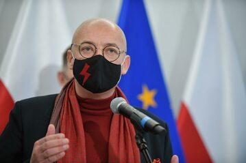 Wicemarszałek Senatu Michał Kamiński podczas briefingu prasowego w Senacie