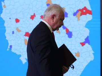 Wiceminister zdrowia Waldemar Kraska podczas briefingu prasowego w siedzibie resortu w Warszawie