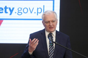 Wicepremier, minister rozwoju, pracy i technologii Jarosław Gowin podczas konferencji prasowej.