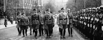 Wilhelm Koppe i Arthur Greiser przed kompanią honorową Wehrmachtu, Poznań, listopad 1939 r.