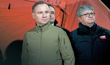 Władze oskarżano o bezczynność, a potem prezydenta Andrzeja Dudę krytykowano m.in. za wizytowanie granic