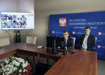 """Właśnie rozpoczęły się wojewódzkie konsultacje """"Strategii RP na rzecz Młodego Pokolenia"""" –  podał na Twitterze wojewoda Artur Chojecki."""