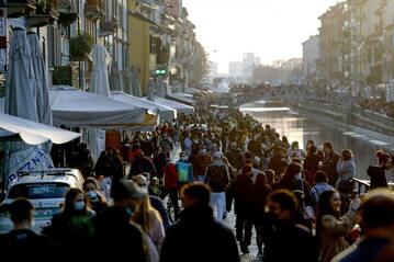 Włochy: Zatłoczone ulice przed kolejnym lockdownem