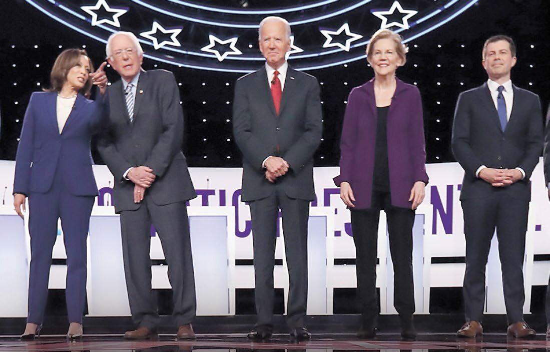 Wśród walczących o nominację demokratów (zdjęcie z ich debaty w Ohio, Joe Biden w środku) wciąż brakuje polityka, który mógłby pokonać Donalda Trumpa