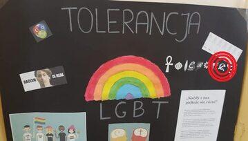 Wystawa LGBT w szkole podstawowej