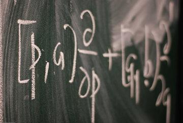 Wzór matematyczny, zdjęcie ilustracyjne