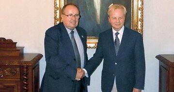 Z lewej Wojciech Edward Leszczyński tytułujący się królem Polski-Lehii, z prawej prof. Włodzimierz Julian Korab-Karpowicz, wybrany przez grupę monarchistów na prezydenta in spe