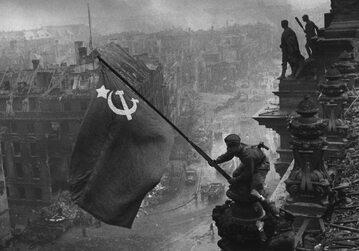 Zatknięcie sowieckiej flagi na Reichstagu