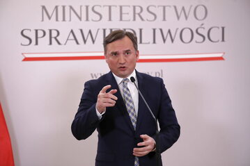 Zbigniew Ziobro podczas konferencji prasowej w siedzibie Ministerstwa Sprawiedliwości