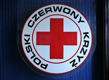 Zdjęcie ilustracyjne. Logo Polskiego Czerwonego Krzyża
