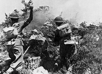 """Żołnierze 2 Korpusu Polskiego pod wzgórzem """"593"""""""