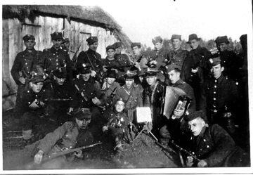 """Żołnierze oddziału """"Groźnego"""" jesienią 1945 r."""