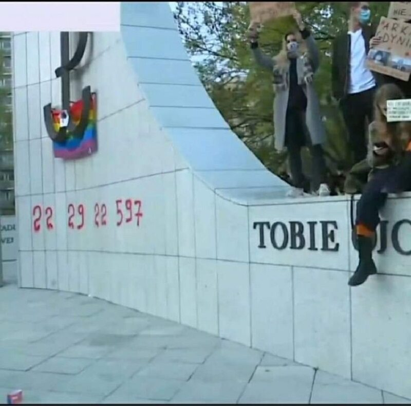 Zwolennicy aborcji pomazali pomnik AK